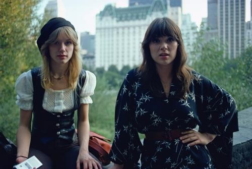 HEART, 1970s : Ann Wilson(right) and Nancy Wilson. Central Park, New York, USA.